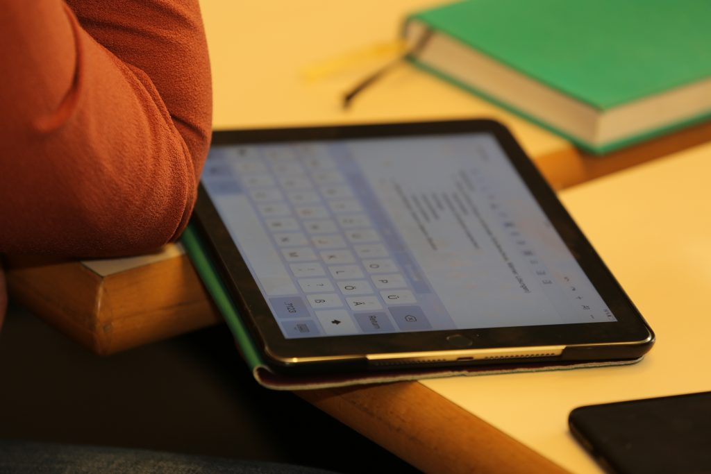 Tablet mit Notizen