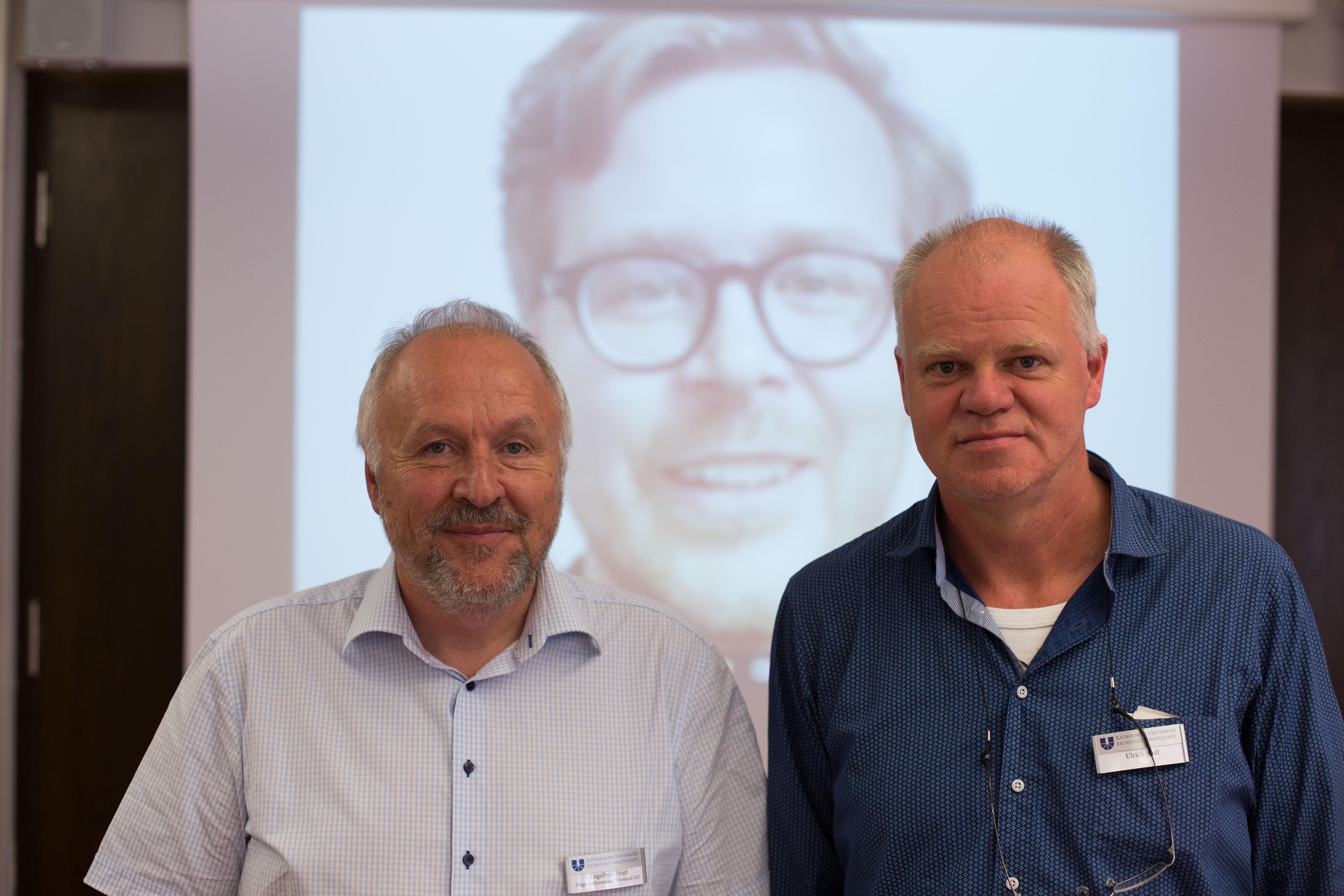 Engelbert Hopf (links) moderierte das Gespräch zwischen Frederik Obermaier (Mitte, per Skype) und Ulrich Wolf (rechts).