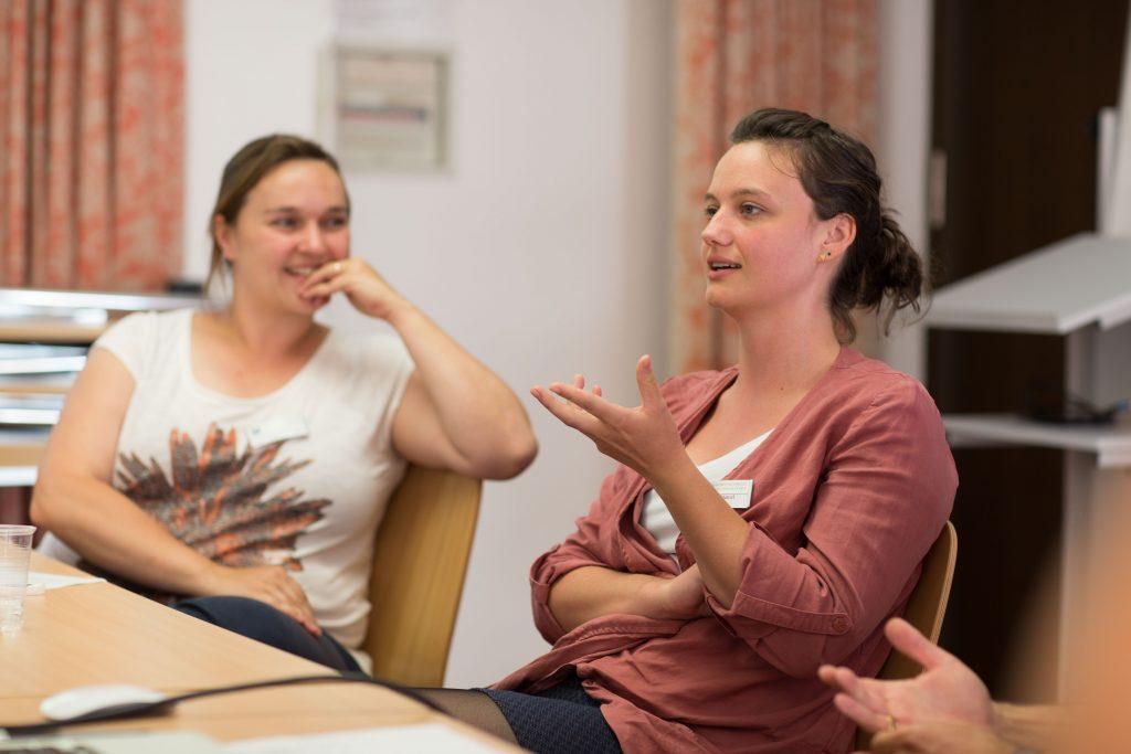 Katharina Hamel (rechts) hat der Eichstätter Master im Berufsleben weitergeholfen. Foto: C. Klenk